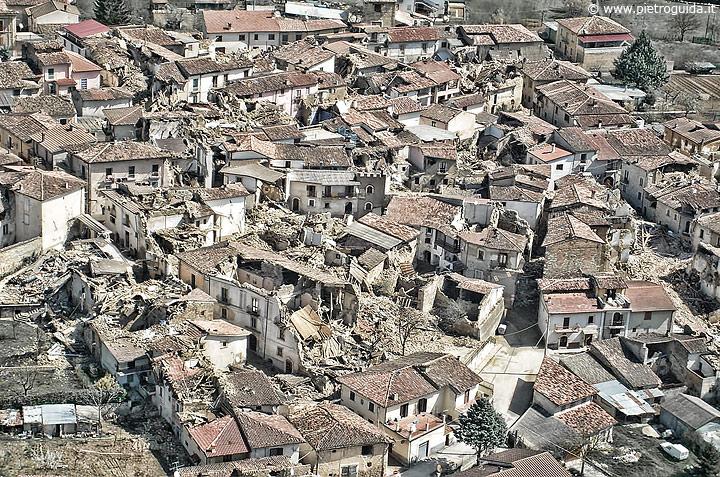 Veduta aerea della devastazione