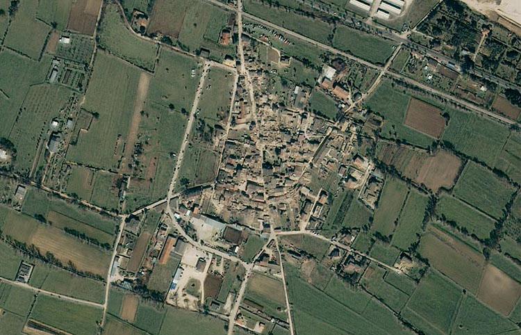 La prima immagine dopo il sisma trasmessa dal satellite Geoeye