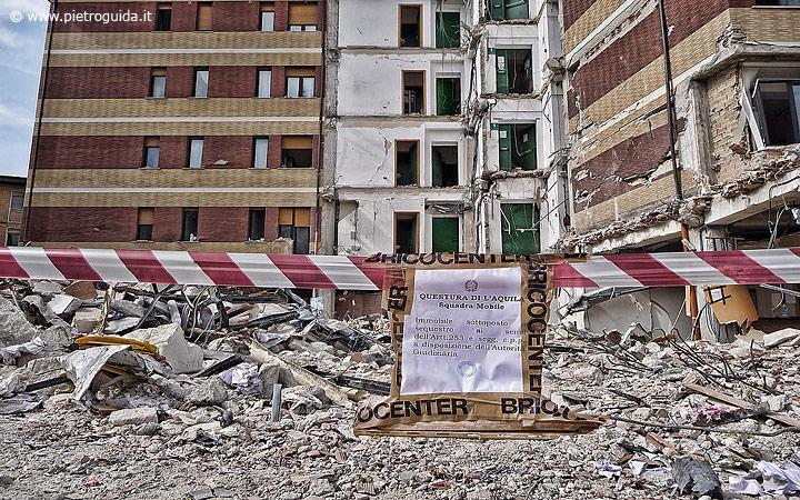 I resti della casa dello studente sequestrati dalla procura dell'Aquila