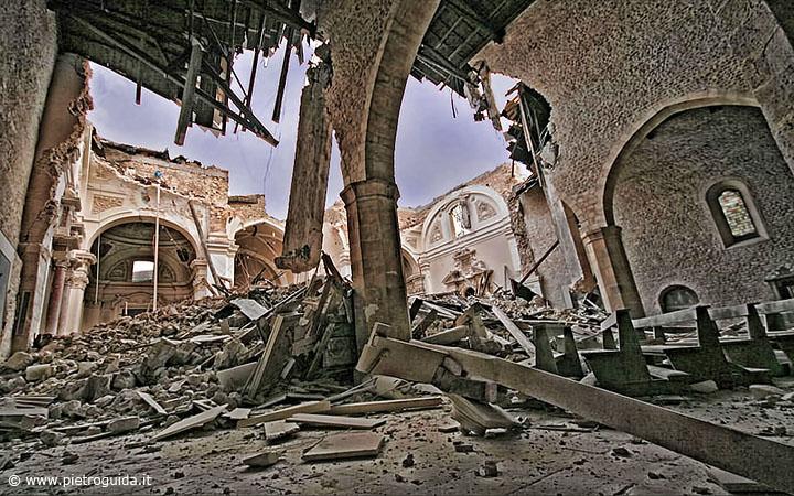 La basilica di Collemaggio devastata