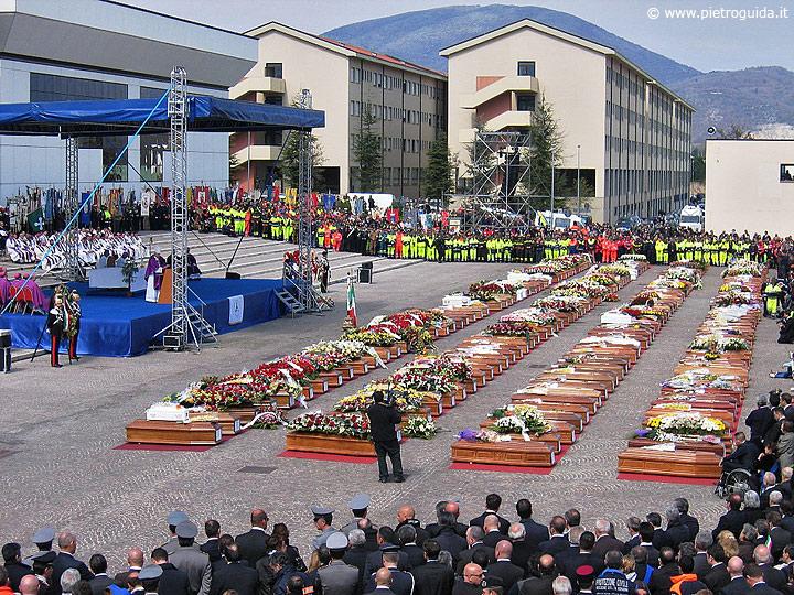 Funerali di Stato per le vittime del terremoto a Coppito