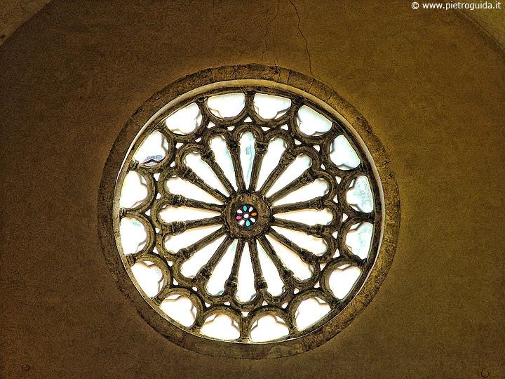 Tagliacozzo, rosone della chiesa di San Francesco